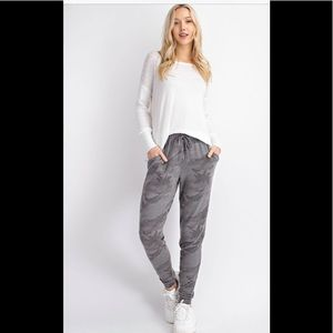 Gray Camouflage Joggers With Pockets